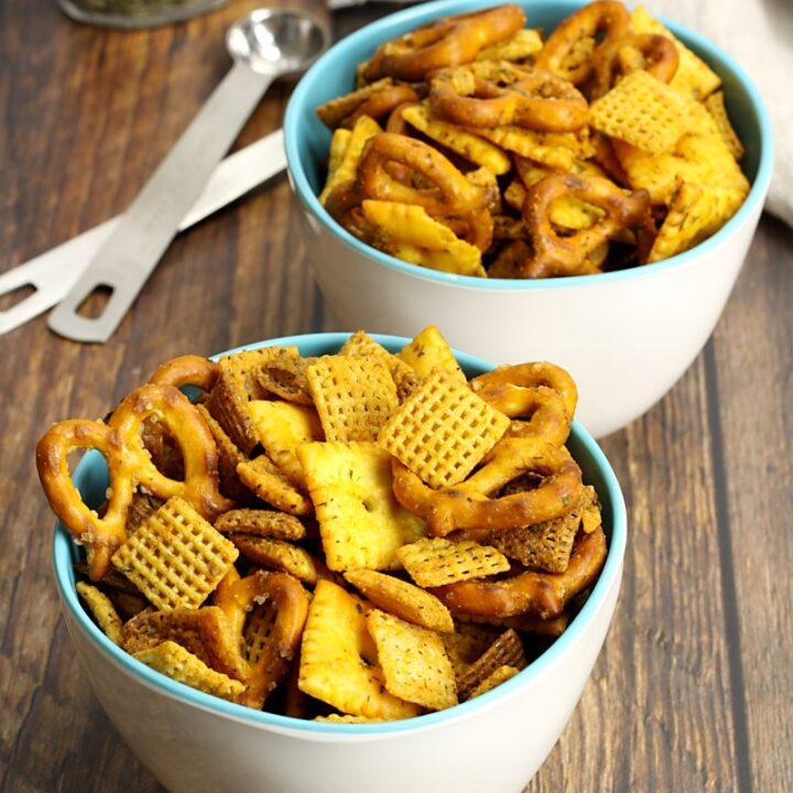 Buffalo ranch chex mix in serving bowls.