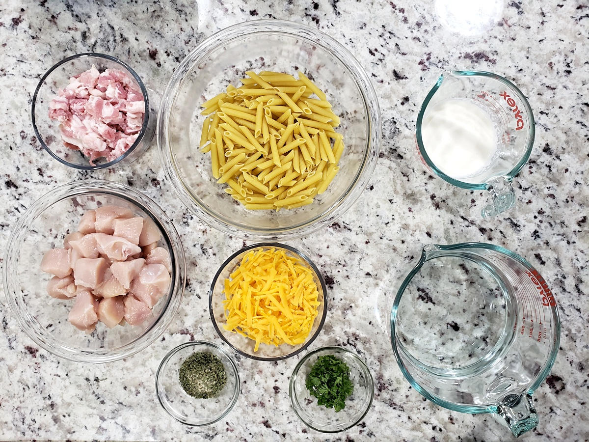 Ingredients for chicken bacon ranch pasta.