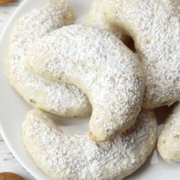 Vanillekipferl vanilla crescent cookies on a serving plate.