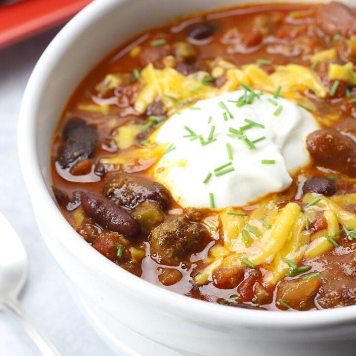 Slow cooker chili recipe.