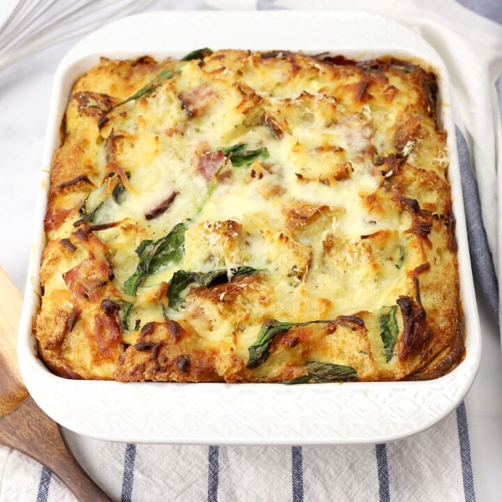 Ham and spinach breakfast strata recipe.