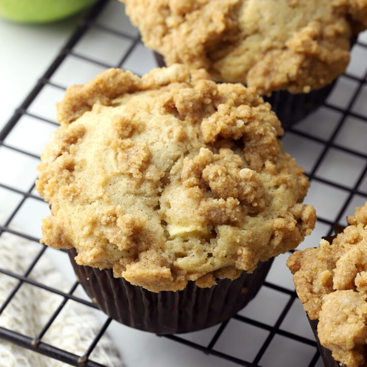 Spiced apple crumble muffins recipe.