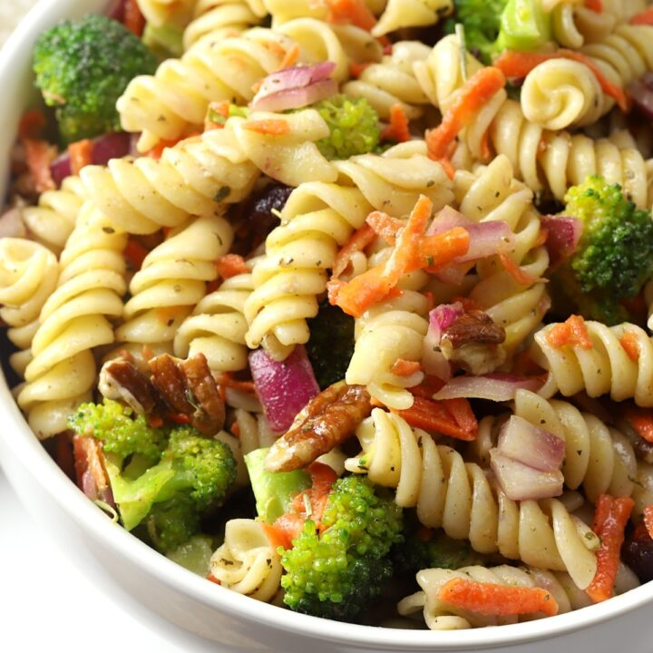 Broccoli and carrots in a pasta salad.