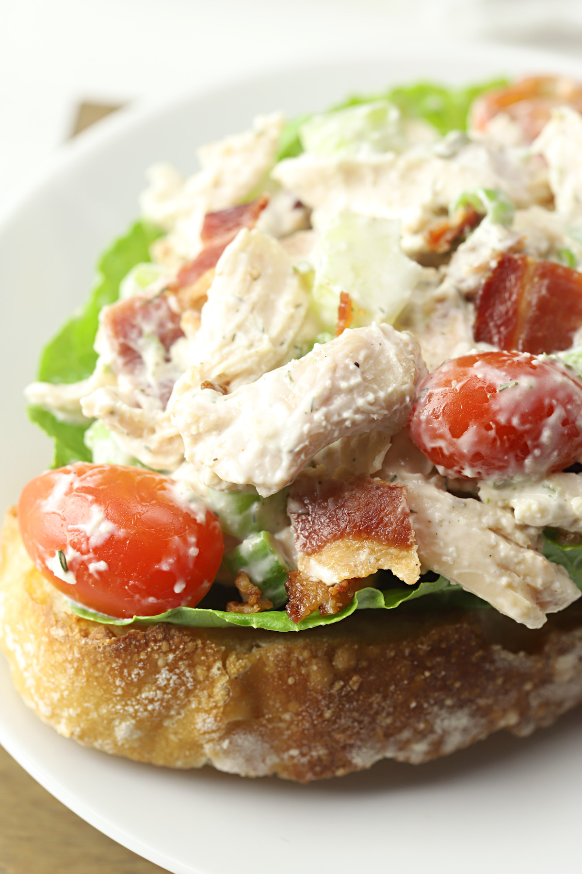 Tomatoes and bacon in a chicken salad.